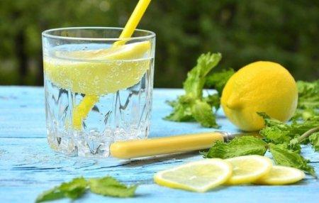 12 համոզիչ պատճառ առավոտյան կիտրոնով գոլ ջուր խմելու համար