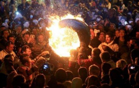 Այրվող տակառներ՝ փողոցում․ Ամանորյա ավանդույթները Շոտլանդիայում