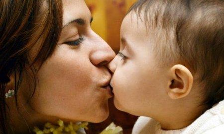Ինչու ոչ մի դեպքում չի կարելի համբուրել երեխաների շուրթերը