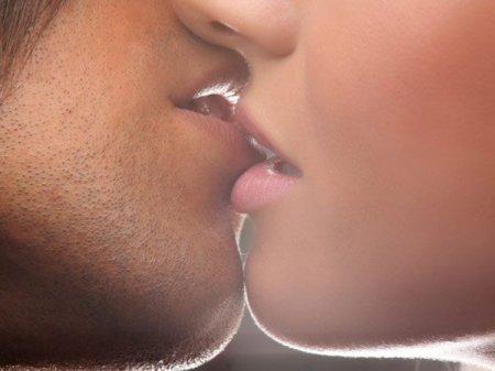 Հինգ պատճառ ավելի շատ համբուրվելու համար