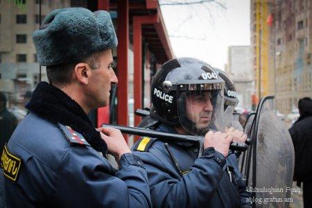 «18+» ակումբի մոտ տեղի ունեցած ծեծկռտուքին միջամտած ոստիկանները ծեծի են ենթարկել միջադեպի մասնակիցներին