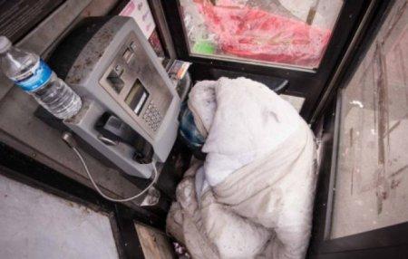 Բրիտանացի անտուն մարդն ապրում է հեռախոսախցիկի մեջ