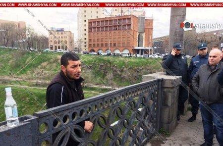 Արտակարգ դեպք Երևանում․ քաղաքացին անցել է «Հաղթանակի» կամուրջի արգելապատնեշը և սպառնում է ցած նետվել