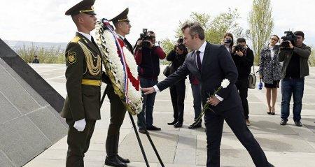 Ֆրանսիայի ԱԳՆ պետքարտուղարը Ծիծեռնակաբերդում հարգանքի տուրք մատուցեց զոհերի հիշատակին