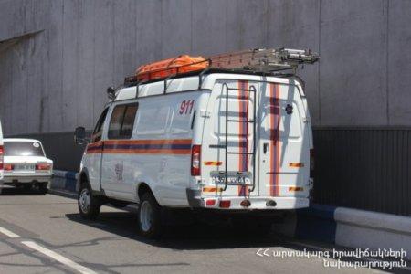 Քարակերտ-Արտենի ճանապարհին բեռնատարը շրջվել է․ Վրաստանի քաղաքացուն դուրս են բերել մեքենայից