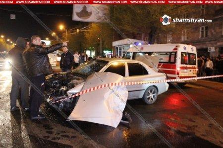 Երևանում բախվել են «Toyota Corolla»-ն ու «Mercedes»-ը կան վիրավորներ. ԼՈՒՍԱՆԿԱՐՆԵՐ