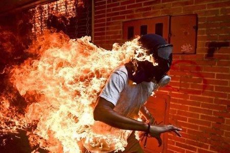Այրվող վենեսուելացու լուսանկարի հեղինակը հաղթել է World Press Photo-2018 մրցույթում