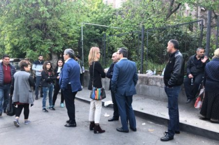 Արամ Սարգսյանն ու Էդմոն Մարուքյանը միացան վիրավոր Փաշինյանին. «Ելք»-ը Բաղրամյանում է