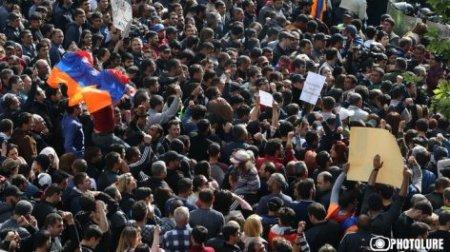 Երթի մասնակիցները միավորվել են Հանրապետության հրապարակում. Տեսանյութ