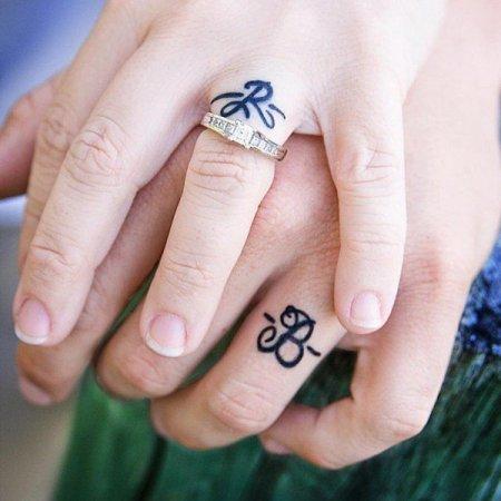 Նոր թրենդ.Նորապսակների նշանի մատանիներին սկսել են փոխարինել դաջվածքները. լուսանկարներ