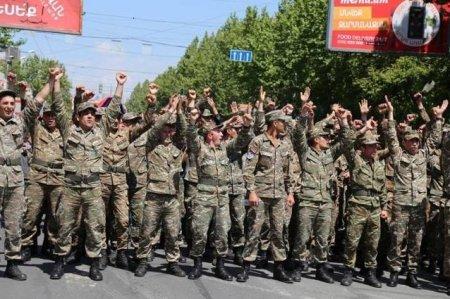 Թավշյա հեղափոխության օրերին փորձ է արվել բանակն օգտագործել ցուցարարների դեմ