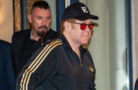 Հայտնաբերվել է Երևանում՝ «Ալեքսանդր» հյուրանոցի նախասրահում Էլթոնի Ջոնի վրա հավկիթներ նետած տղամարդը