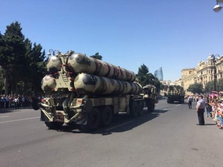 Հայաստանը չի կարող  մեզ հետ մրցակցել.Զորահանդեսին Ալիևը դուր է բերել ռազմական ողջ արսենալը