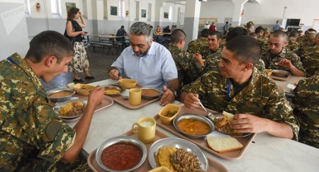 Զինվորական հրամանատարությունը որոշել է չկերակրել  պայմանագրային զինծառայողների մի մասին