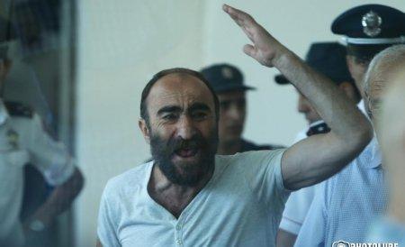 Պավլիկ Մանուկյանը պնդում է, որ ոստիկանին ուղղված կրակոցն արձակել է Էդվարդ Գրիգորյանը
