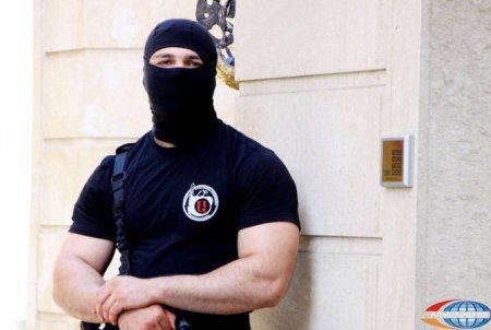 Հովիկ Աբրահամյանին պատկանող գործարանում հայտնաբերվել է մեծ քանակությամբ զենք և ռազմամթերք. ձերբակալվել է նաև Աբրահամյանի եղբայրը.տեսանյութ