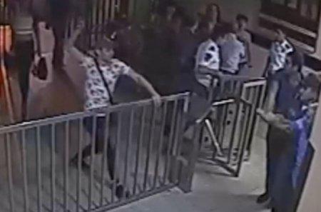 Համասեռամոլների խումբը ներխուժել է ոստիկանության բաժին. երկու ոստիկաններ մարմնական վնասվածքներ են ստացել. ՏԵՍԱՆՅՈՒԹ