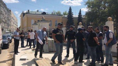 Մոսկվայում Հայաստանի դեսպանատան մոտ «լուռ» ակցիա է տեղի ունեցել ի պաշտպանություն Ռ․ Քոչարյանի