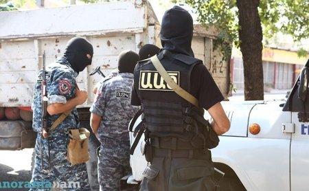 Ոստիկանական հատուկ օպերացիա Երևանում. մեքենաներում հայտնաբերվել են զենքեր. կան բերման ենթարկվածներ