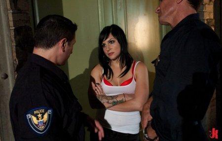 Մոսկվայում մարմնավաճառները՝ սիրո քրմուհիները, ոստիկանին կապկպել  և բռնաբարել են.տեսանյութ