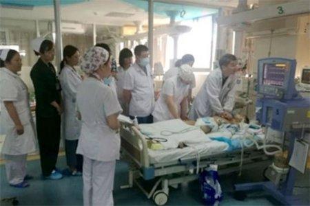 Մոտ 30բժիշկ և բուժքույրեր հինգ ժամ շարունակ հերթով մերսել են  մահացող երեխայի սիրտը և փրկել նրան