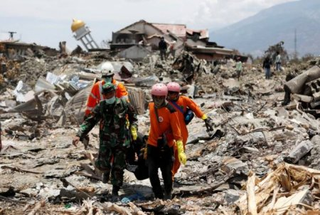 Ինդոնեզիայում երկրաշարժի զոհերի թիվն անցել է 1600-ը. շտապ կազմակերպել թաղման գործընթաց, որպեսզի թույլ չտալ վարակի տարածումը