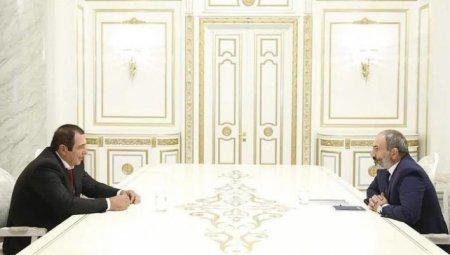 Փռվեցին վարչապետի «թրի տակ», որ չփռվեն ասֆալտին․նրանք այլեւս էլ «սեւե՞ր» չեն, մաքրվեցի՞ն,  «սպիտակեցվեցի՞ն»