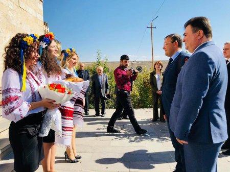 Ուկրաինայի արտաքին գործերի  նախարարի հրամանով Սահակ Ղուդրատյանը  նշանակվել է Հայաստանում Ուկրաինայի պատվավոր հյուպատոս