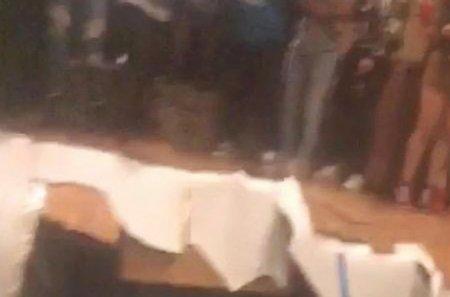 Գիշերային ակումբներից մեկում մոտ 30 մարդ գետնի տակ է «անցել» (տեսանյութ)