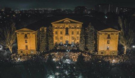 Նիկոլ Փաշինյանի կողմնակիցների կոչը՝ հավաքվել ԱԺ այգում. չի բացառվում հերթական սաբոտաժի փորձն արվի