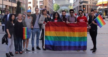 Հայաստանի վրա մի քանի սուր է կախված.Համասեռամոլը զենք կբռնի ու մեր հողերը կպահի՞