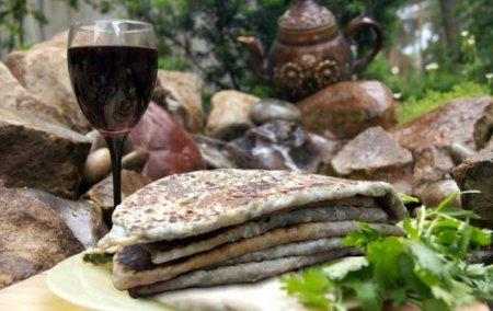 Ինչո՞ւ է Լեռնային Ղարաբաղի բոլոր ռեստորաններում նույն ճաշացանկը. ռուս բլոգերներին տպավորել է Արցախի խոհանոցը