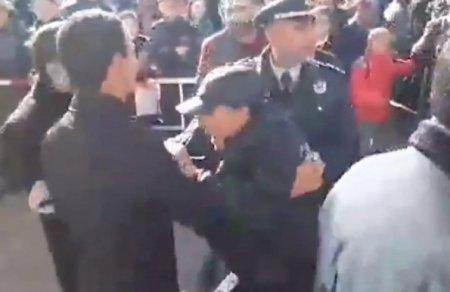 Տեսանյութ.Միջադեպ Մարտունիում. հիվանդ քաղաքացուն թույլ չտվեցին մոտենալ վարչապետին