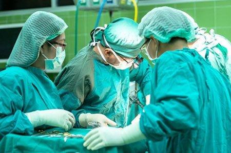 Հիվանդին ստիպել են վճարել բժշկին հենց վիրահատության ընթացքում