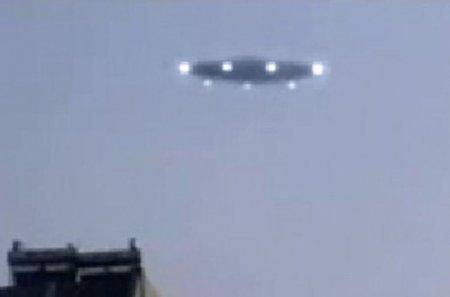 Բնակիչները երկնքում թռչող տարօրինակ օբյեկտ են նկատել (տեսանյութ)