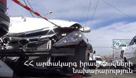 Երևան-Աշտարակ ճանապարհին բախվել են միկրոավտոբուսն ու Opel մակնիշի ավտոմեքենան. կան զոհեր և վիրավորներ