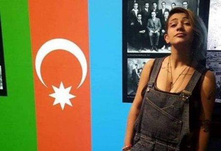 Ակտիվիստ Ասյա Խաչատրյանը՝ Ադրբեջանի դրոշի ֆոնին