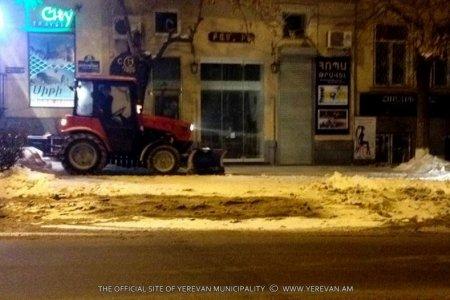 Տեսանյութ.Երեւանում երթեւեկությունը կաթվածահար վիճակում է. տասնյակ մեքենաներ վթարի են ենթարկվել