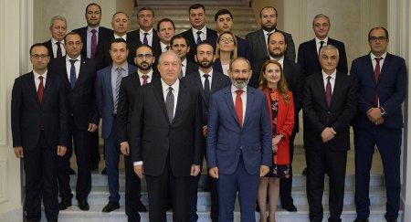 Ի՞նչ է կատարվում Հայաստանում, ինչքա՞ն կտեւի, ի՞նչ է սպասվում.վերելքից մինչեւ անկում, խաղաղությունից մինչեւ անխուսափելի պատերազմ