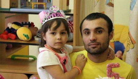 Եկատերինբուրգում այրվող տնից 3 երեխայի փրկած Գևորգ Ավետիսյանի ընտանիքին վտարել են բնակարանից