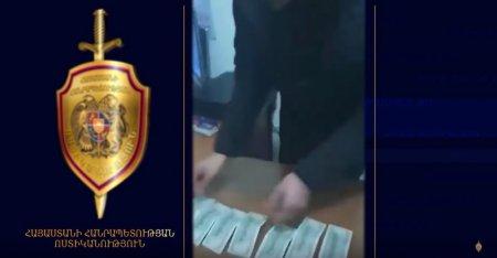 Տեսանյութ. Ոստիկանները բռնել էին կեղծ դոլարներն իրացնելիս