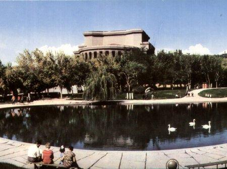 Այսպիսին էր Օպերայի տարածքը.չկար ոչ մի սրճարան. արխիվային  լուսանկարներ