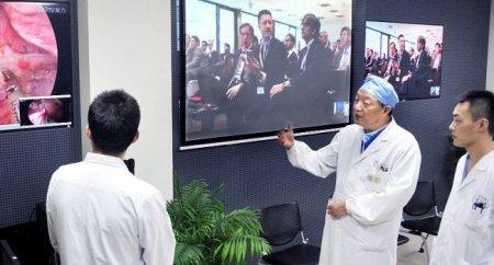 Առաջին անգամ ուղեղի վիրահատություն՝ հեռախոսով
