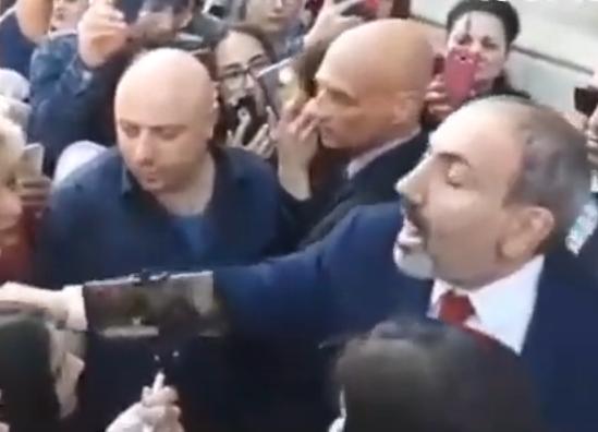 Տեսանյութ. Թող չթպրտան, կպառկացնենք ասֆալտին. Միջադեպ՝ Ստրասբուրգում վարչապետի ու հայ համայնքի հանդիպման ժամանակ