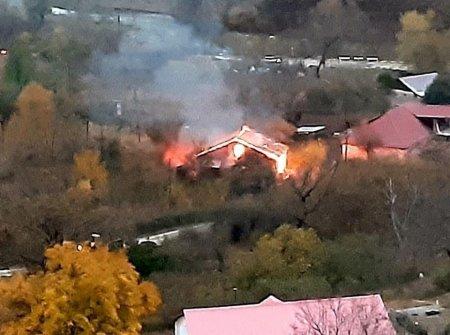 Մինչեւ նոյեմբերի 15-ը. Ոչ մի բաան թուրքին. Արցախում մարդիկ իրենց ձեռքով քանդում, այրում են իրենց տունը ու հեռանում (ֆոտո)